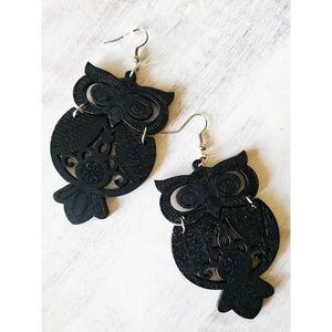 Hilaniah Jewelry - Super cool Owl earrings!